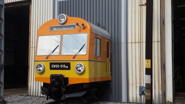 Pociąg pomnik z 1979 r. serii EW-58 o numerze 019.