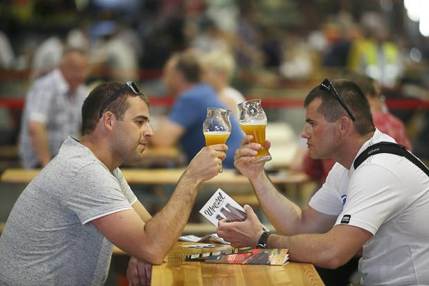 Piwne posiedzenie w multitapie najlepiej zacząć od piw słabszych i jaśniejszych, a kończyć na ciemnych i mocnych.