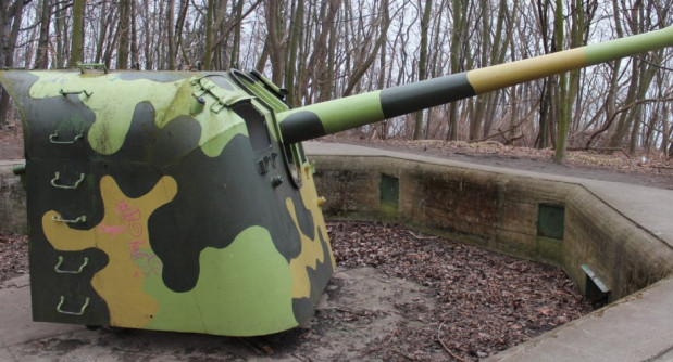 Dostępne są za to cały czas stanowiska baterii artyleryjskiej.