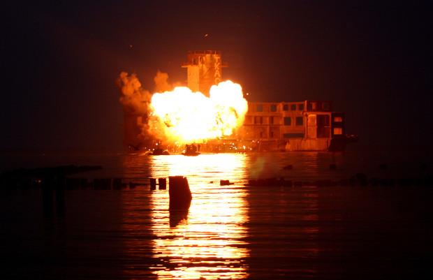 Najbardziej spektakularna scena obu trójmiejskich odcinków, czyli eksplozja w torpedowni w Babich Dołach. Dochodzi do niej akurat w momencie, gdy na miejsce przybywają antyterroryści.