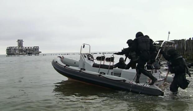 """W """"Kryminalnych"""" torpedownię pokazano chyba z każdej możliwej perspektywy - z zewnątrz, wewnątrz, z powietrza i wody, za dnia i w nocy."""