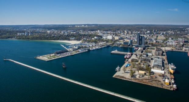Pomnik stanie na ostrodze wychodzącej z Nabrzeża Kutrowego w kierunku południowym.