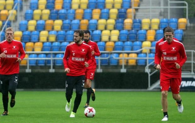 Piłkarze FC Midtjylland w środę zapoznali się z murawą Stadionu Miejskiego w Gdyni, która mimo ulewnych deszczów, prezentowała się bardzo dobrze.