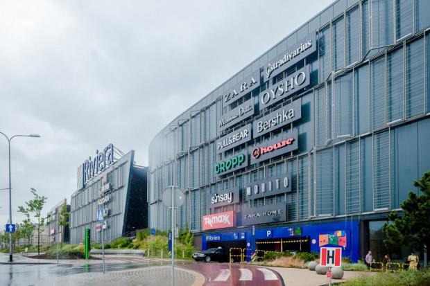 To centra handlowe przeżywają prawdziwe oblężenie, kiedy za oknem pada deszcz.
