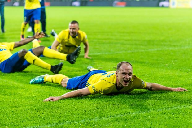 Tak Rafał Siemaszko (na pierwszym planie) i Michał Nalepa (w tle) cieszyli się z gola, którego wypracowali w doliczonym czasie gry na zwycięstwo Arki w Gdyni nad FC Midtjylland 3:2.