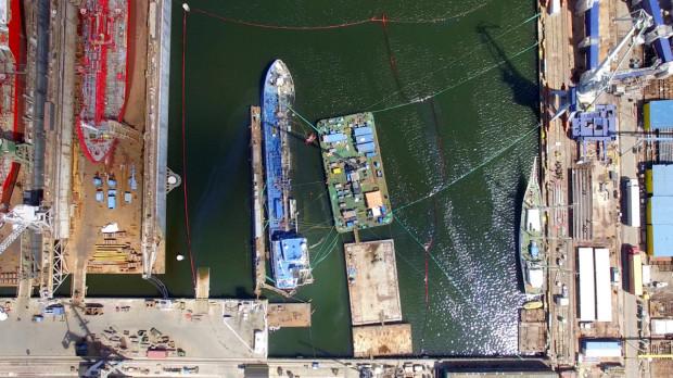 Tak podnoszono statek na początku lipca.