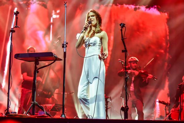 Julia Pietrucha zagra na Targu Węglowym w ramach Jarmarku św. Dominika.