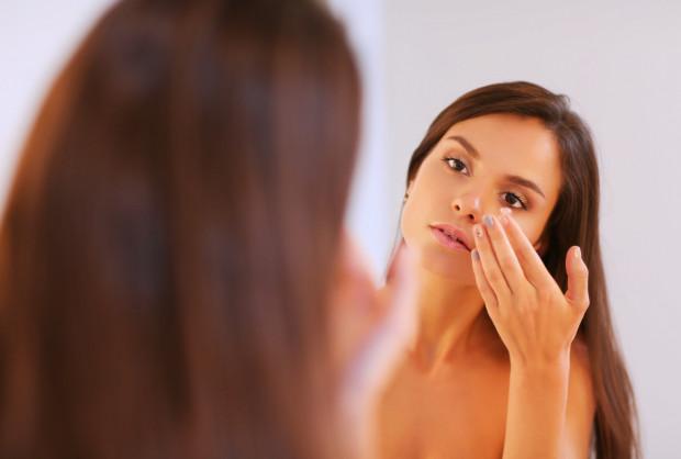 Właściwe zabezpieczenie skóry przed promieniowaniem UV jest bardzo ważne.