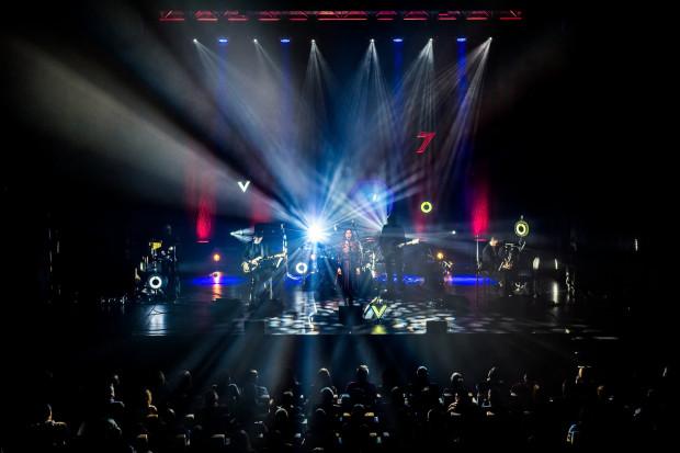 """Rozwija się działalność muzyczna GTS. Wyprzedawane są zarówno koncerty """"na siedząco"""" (na zdjęciu podczas występu Voo Voo)..."""