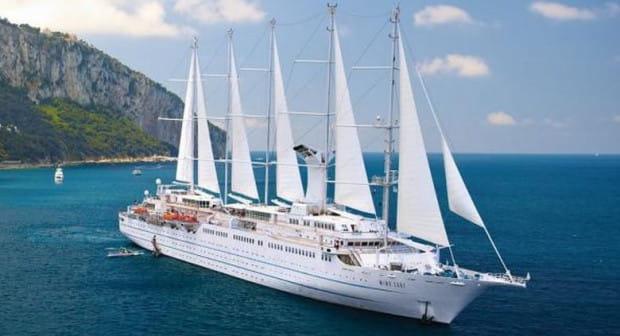 Wycieczkowiec Wind Surf z powodu nietypowej konstrukcji jest jednym z najbardziej rozpoznawalnych statków na świecie.
