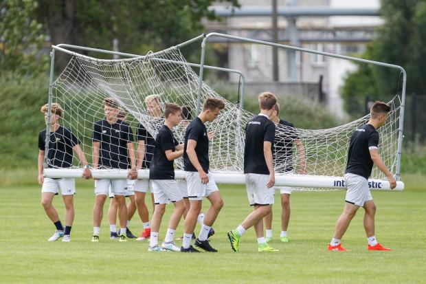 Czy i ilu piłkarzy Lechii Gdańsk pójdzie śladami Karola Fili, którzy z drużyny juniorów trafił do zespołu ekstraklasy.