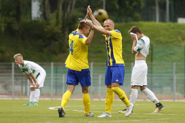 Juniorzy starsi Arki Gdynia wygrali na wyjeździe z Lechią Gdańsk.  Na zdjęciu Krzysztof Krakowiak (z lewej) i Maciej Manteufel (z prawej).