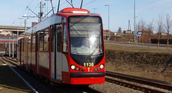 """Popularny tramwaj """"szóstka"""" będzie dojeżdżał od soboty do pętli na Chełmie."""
