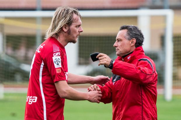 Piotr Nowak (z prawej) otrzymał votum zaufania od władz klubu. Teraz trenerowi i sobie samym muszą pomóc piłkarze. Milos Krasić (z lewej) zapewnia, że taki jest cel zespołu.