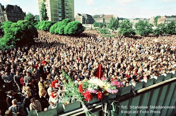 Strajkujący w sierpniu 1980 r. stoczniowcy nie mogli wiedzieć, że ich protest w niespełna dekadę doprowadzi do zmian ustrojowych w Polsce.
