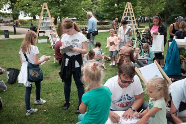 Zorganizowano też liczne warsztaty i spotkania promujące czytelnictwo i prace manualne wśród dzieci i młodzieży.