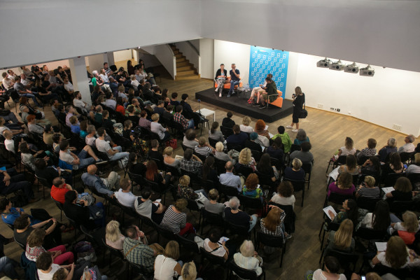 """Największe zainteresowanie publiczności i emocje wzbudziła debata """"Wszystkie prawdy reportażu"""" z udziałem Wojciecha Tochmana, Ludwiki Włodek i Ziemowita Szczerka."""