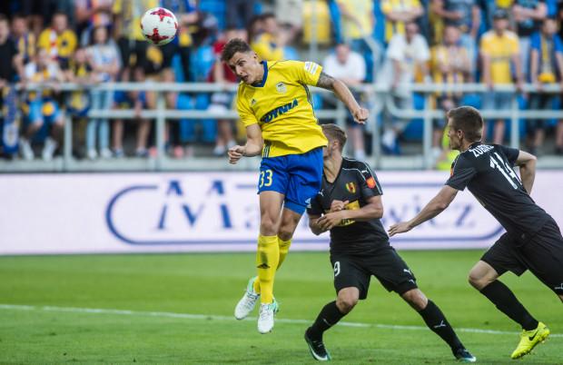 """Damian Zbozień ma obecnie pewną pozycję na boku obrony Arki. Kiedy jednak do pełni sil wróci Tadeusz Socha wówczas będzie musiał toczyć z nim ostrą rywalizację o miejsce w """"11"""" meczowej."""