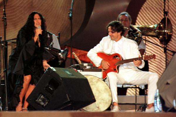 Kayah i Goran Bregović na Festiwalu Piosenki w Sopocie w 1999 roku - wtedy ich wspólna płyta biła w Polsce rekordy popularności. Po 17 latach przerwy duet wraca z nową trasą koncertową. W Trójmieście wystąpią w Gdyni 15 września.