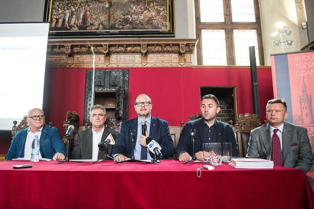 Pomysł, a w zasadzie decyzję o budowie nowego muzeum, Paweł Adamowicz ogłosił 20 czerwca.