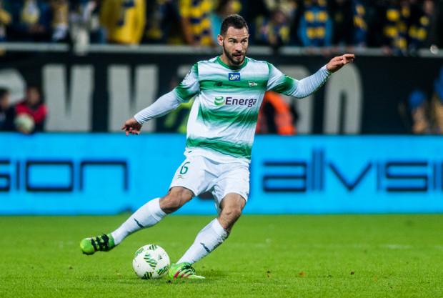 Simeon Sławczew na zgrupowanie kadry Bułgarii pojechał jeszcze jako piłkarz Sportingu Lizbona. W wygranym meczu eliminacji mistrzostw świata ze Szwecją rozegrał jednak całe spotkanie już po wypożyczeniu do Lechii Gdańsk.