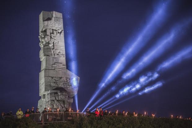 W porannych uroczystościach na Westerplatte wzięli udział przedstawiciele władz państwowych, samorządowych, harcerze, żołnierze, a także weterani oraz mieszkańcy Gdańska.