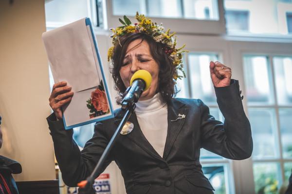 Fragmenty sztuki Stanisława Wyspiańskiego przeczytali bibliotekarze, aktorzy, dziennikarze i blogerzy. Na zdjęciu Zofia Gołub-Kowalska.
