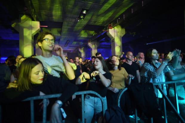 Wszyscy artyści podczas festiwalu mają równe szanse na zaprezentowanie swoich możliwości i zaskoczenie publiczności. A ta zdaje się być coraz bardziej wymagająca, ale jednocześnie wciąż bardzo podatna na dźwięki płynące ze sceny.