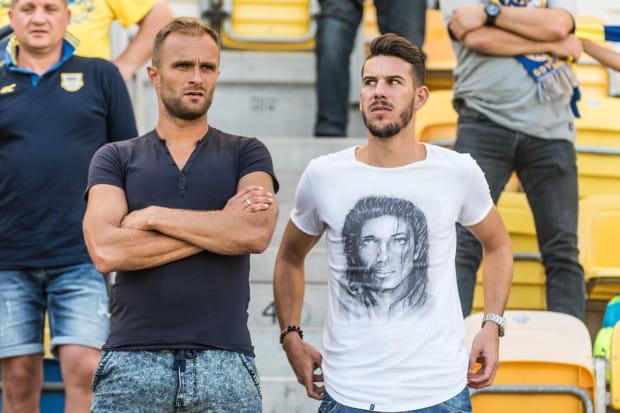 W tym sezonie Antoni Łukasiewicz (z lewej) większość meczów Arki obejrzał z trybun. Na zdjęciu w towarzystwie Alvaro Reya, który już wyleczył uraz i jest gotowy do gry.