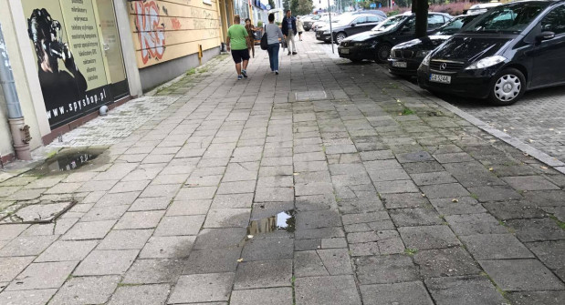 Miasto chce zająć się remontem chodnika przy ul. Władysława IV. Prace będą wykonywane w tym roku.
