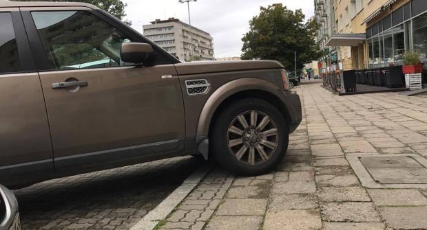 Kierowcy twierdzą, że przy okazji powinno się zrobić remont zatok postojowych, w których obecnie większe samochody nie mieszczą się.