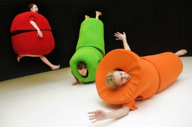 """W ramach przeglądu znajdziemy też spektakl dla """"najnajów"""" - dzieci w wieku 0-3 lata. """"Mozaikę"""" Teatru Dansema zobaczymy 12 października."""