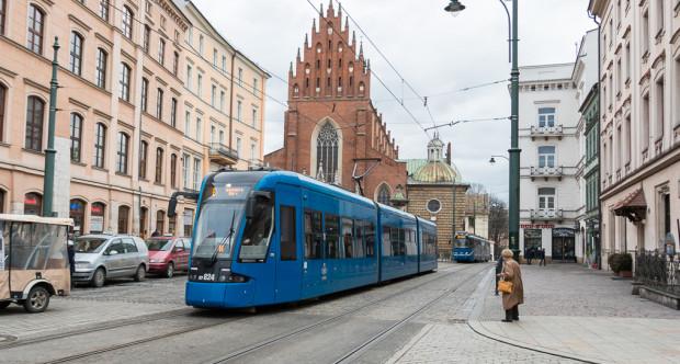 W Krakowie (nz.), Poznaniu i Łodzi kupimy bilety dla rodziców podróżujących z dziećmi.