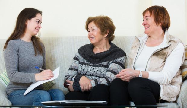 Służebność osobista mieszkania jest często stosowana w przypadku, gdy starsze osoby przekazują swoje mieszkanie w darowiźnie dzieciom. Zabezpiecza to ich interesy na starość.
