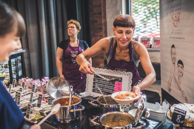 Na imprezie można było spróbować kilkudziesięciu roślinnych dań od trójmiejskich restauratorów oraz pasjonatów kulinariów.