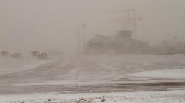Widoczność na lotnisku w Rębiechowie przed południem. Ok. południa wzrosła do 600 metrów.