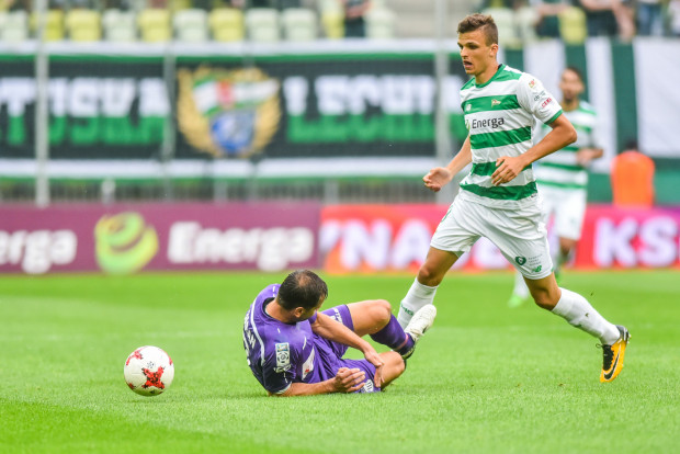 Patryk Lipski w czterech meczach dla Lechii zanotował dwie asysty. Pomocnik liczy na to, że w poniedziałek powiększy swój dorobek o gola przeciwko Jagiellonii, a biało-zieloni wrócą do zwycięstw na własnym boisku.