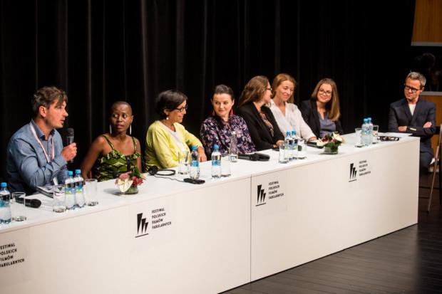 """Największym środowym wydarzeniem była premiera filmu """"Ptaki śpiewają w Kigali"""". Na zdj. konferencja prasowa z udziałem twórców, w tym reżyserki Joanny Kos-Krauze."""