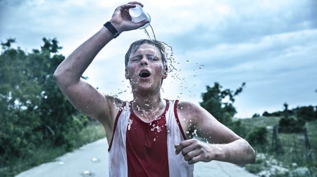 """- W każdym wyścigu, niezależnie od jego rangi, biegłem po zwycięstwo. Nie dla medali, ale dla siebie - mówił podczas konferencji po filmie prawdziwy Jerzy Górski. Jakubowi Gierszałowi w """"Najlepszym"""" doskonale udało się odwzorować postawę bohatera, dla którego zarówno w życiu, jak i na trasie nie było taryfy ulgowej."""