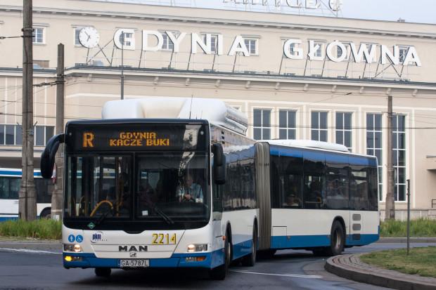 W najbliższej przyszłości na ulice wyjedzie 55 nowych autobusów, z których część będzie pojazdami przegubowymi.