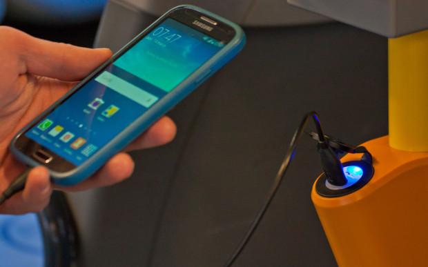 Pojazdy, które dotrą w najbliższym czasie do Gdyni będą wyposażone w najnowsze nowinki techniczne, takie jak gniazda USB, które już teraz są zamontowane w części pojazdów.