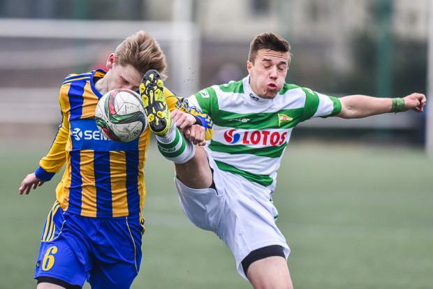 Jeszcze w sezonie 2015/16 drugie drużyny Arki Gdynia i Lechii Gdańsk grały w III lidze. Obecnie najwyżej klasyfikowany zespół rezerw trójmiejskiego klubu występuje w IV lidze.