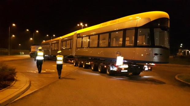 Kontrola lawety z tramwajem w drodze do Gdańska.