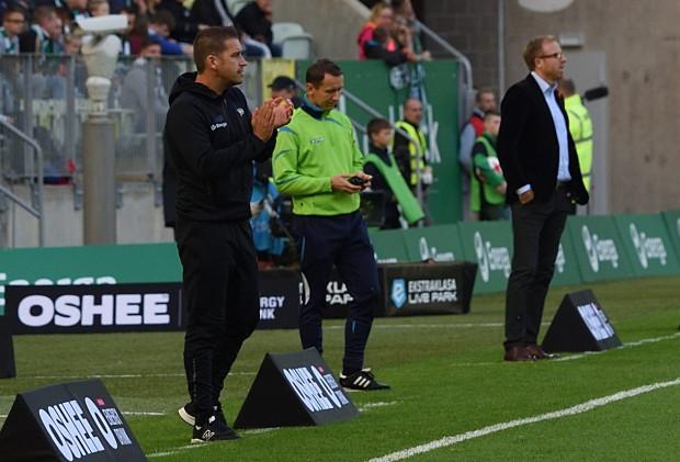 W debiucie Adam Owen (z lewej) zmierzył się z trenerem, który najdłużej pracuje w ekstraklasie. Piotr Stokowiec (z prawej) prowadzi Zagłębie Lubin od ponad 3 lat.