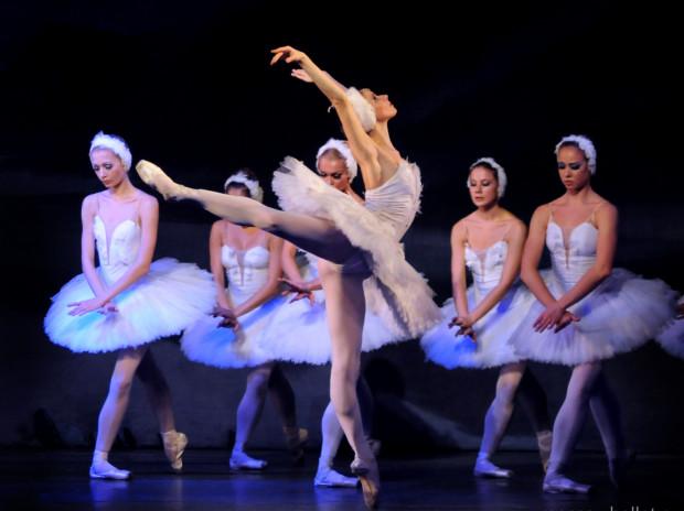 """Artyści The Royal Moscow Ballet w 2017 roku obchodzą dwudziestą rocznicę istnienia. W niedzielę 26 listopada o godz. 20 wystawią w Gdynia Arenie """"Jezioro Łabędzie"""" Piotr Czajkowskiego."""