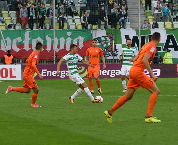 Blisko 6 mln zł kosztuje Energę tytuł głównego sponsora Lechii na wyłączność oraz m.in. umieszczenia logo firmy na koszulkach piłkarzy oraz na bandach reklamowych podczas meczów.