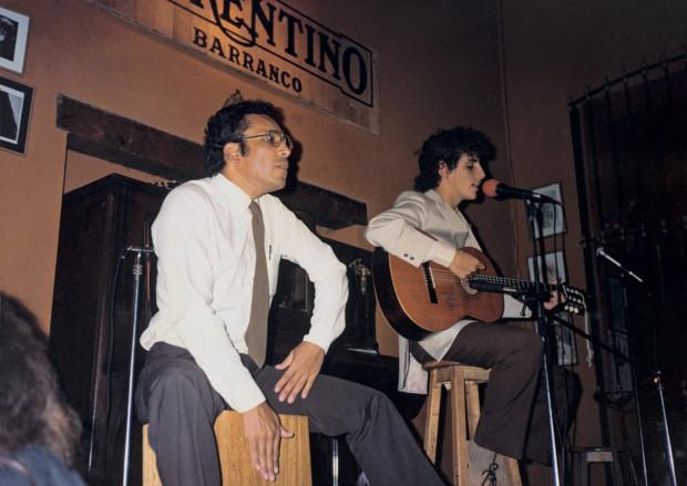 Juan Diego Florez w 1989 roku wygrał 1. Peruwiański Festiwal Piosenek dla Pokoju, transmitowany przez telewizję narodową.