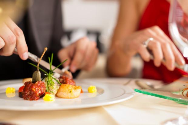 Trzydaniowe festiwalowe menu przygotowali szefowie kuchni z 34 trójmiejskich restauracji. Rezerwacja dla jednej osoby kosztuje 49 zł.