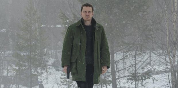 Harry Hole (Michael Fassbender) jest detektywem z norweskiego Oslo, który prowadzi śledztwo w sprawie porywanych i mordowanych kobiet.