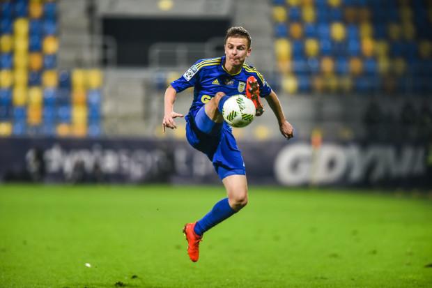 Mateusz Szwoch był najaktywniejszym piłkarzem Arki Gdynia w Niecieczy. Jeszcze w doliczonym czasie gry próbował zdobyć gola po strzale z woleja.